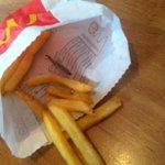 Regardez ce que je viens de triuver dans mes frites mc do :) un bout de fer mesdames et messieurs #McDonalds #fail http://t.co/lAQBVYaQDg