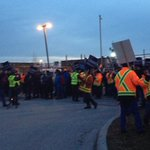 @1047_FM En grève de 24h pour le grand dérangement, cols bleus de #Gatineau manifestent aux ateliers municipaux! http://t.co/KVgZIE1BlT