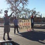 101 fwy BLOCKED! LA shutting down over the Ferguson trial. #BlackLivesMatter #blmLA @democracynow @BBC @LaOpinionLA http://t.co/OHd4V1OoHU