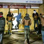 После погромов в Фергюсоне владельцы разграбленных магазинов остались наедине со своей бедой http://t.co/5HOmnHfYaX http://t.co/37zY0UOI9n