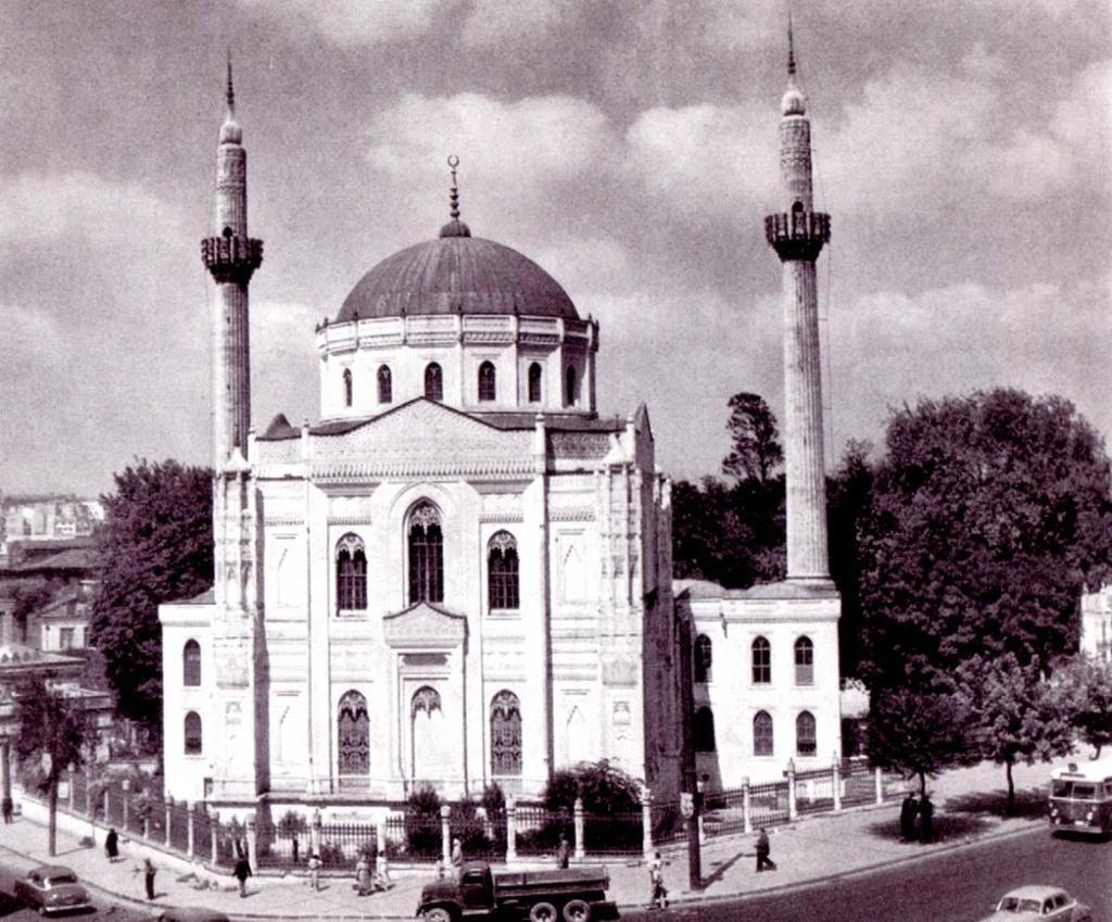 Pertevniyal Valide Sultan Camisi (1966. Aksaray) #istanbul http://t.co/jVoMmp2oQj