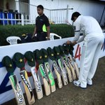 Pakistan with their tribute to #PhilHughes at Sharjah #PakvNZ #putoutyourbats http://t.co/ObhRJzbVms
