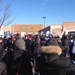 Walmart workers across the U.S. protest on Black Friday for better pay and benefits. http://t.co/ifRtmKlip6 http://t.co/XtXUaKubLM