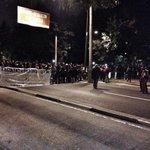 Estudiantes bloquean Insurgentes Sur para protestar contra la detención Sandino Bucio http://t.co/ySko5zkyqV http://t.co/Hif5jTvNLz