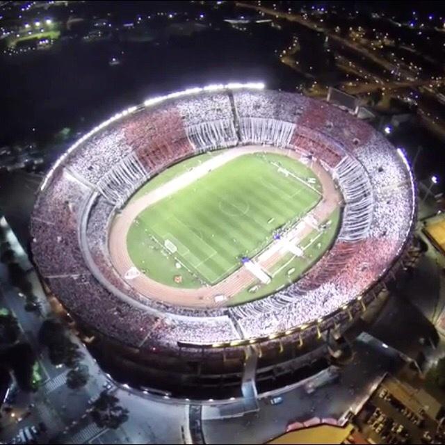 Así se veía desde el aire el Estadio Monumental de River Plate en la previa al partido por la Copa Sudamericana. http://t.co/hMGhlktc9R
