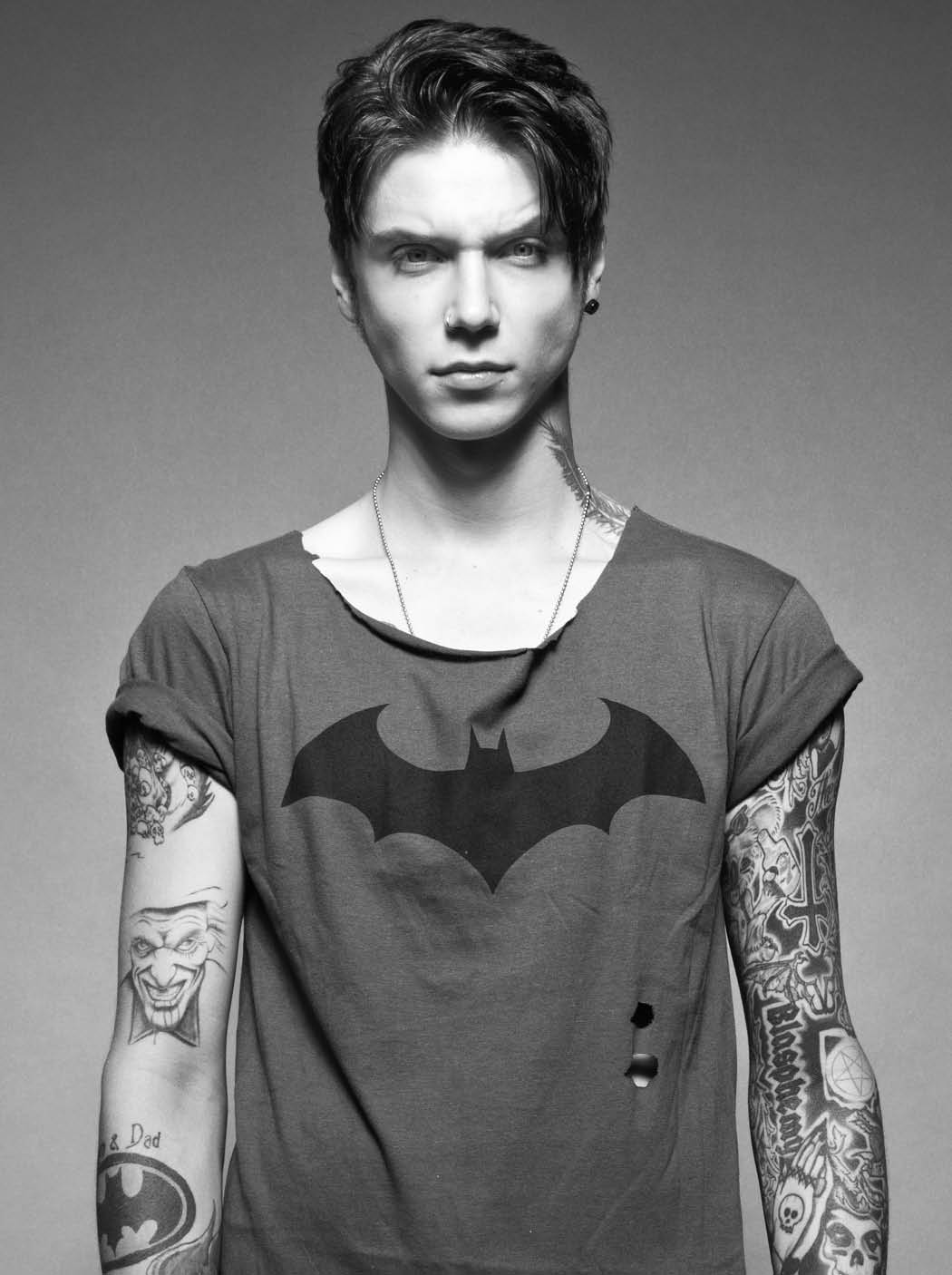Haha thanks guys! 😝 RT @HotTopic: Post your favorite #HotTopicBiersack photo. Here's ours http://t.co/jWyRVt0rqp