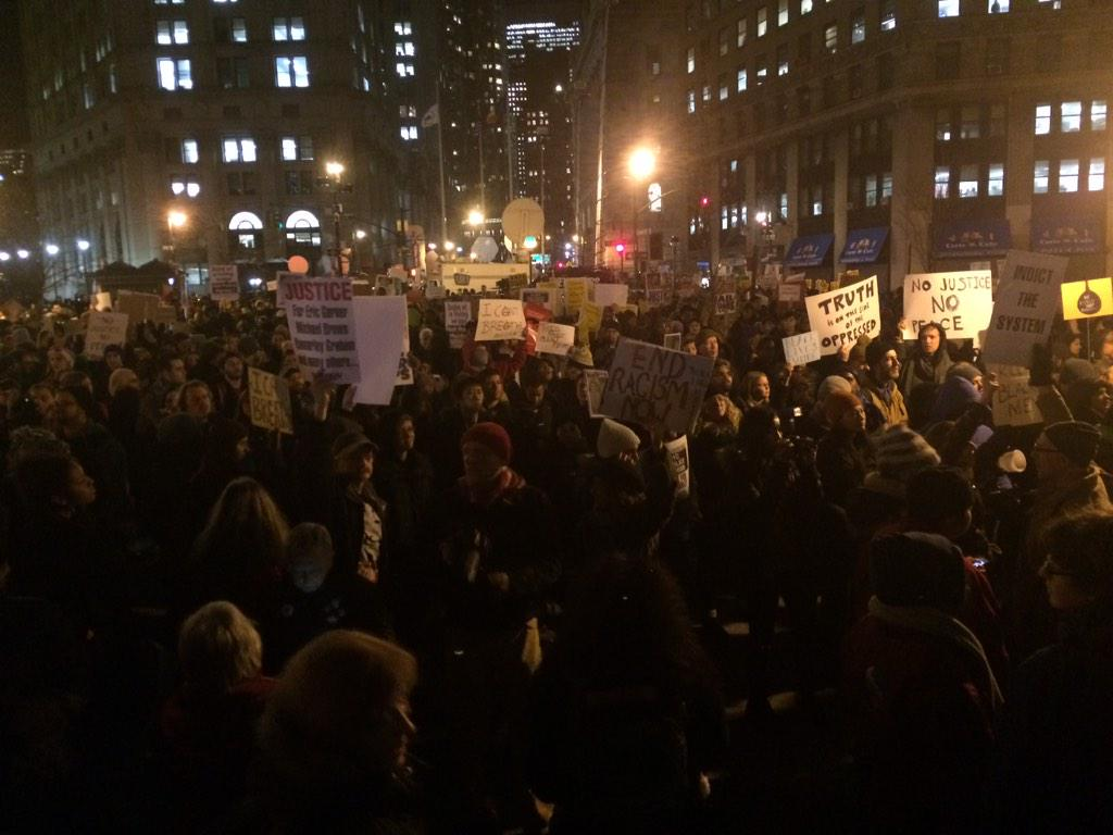 The #NYPD has a lotta people to answer to. Endless crowd for #EricGarner http://t.co/cqJWMkzIML