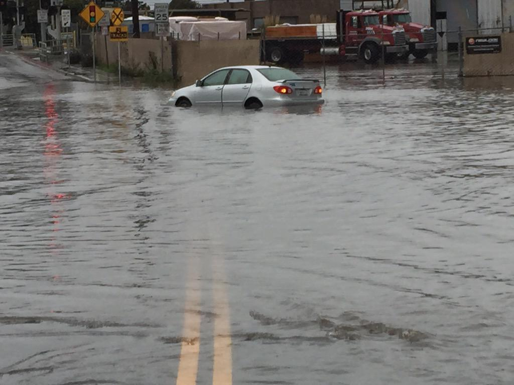 Man gets trapped in flooded car in SF, climbs out window to escape.#BayAreaStorm http://t.co/U7HRNgveZP