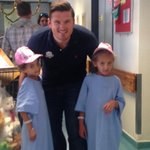 RT @Angelique_WCH: Christmas came early @RCWMCH. Thanks @GraemeSmith49 & @MorganDeane for the visit! #Christmas #pressies #bigsmiles http:/…