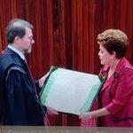 """Dias Toffoli: """"É uma honra assinar este diploma à vossa excelência"""" #DILPLOMAÇÃO #DilmaDeNovo #Diplomação http://t.co/3m3ybSPzG4"""