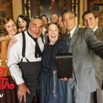 George Clooney + @DowntonAbbey cast + mobile phone = selfie gold! http://t.co/llVLWLFDI0 http://t.co/5FaspG4tWS