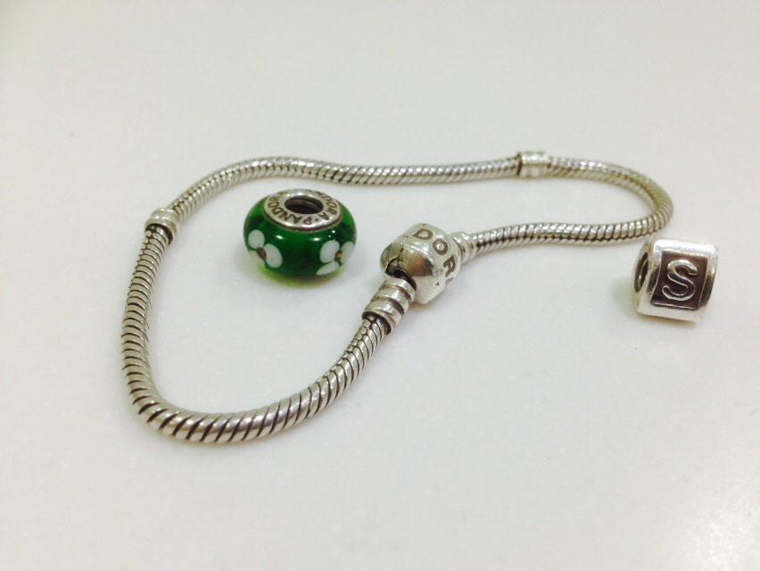 Let's reunite this Pandora bracelet & owner for Christmas.  Found #Harrogate in September. (Only 2/17 charms shown)