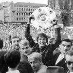 Ruhe in Frieden, Udo! (Udo Jürgens bei der Meisterfeier des @1_fc_nuernberg 1968) Quelle: http://t.co/kI2Xp0AjDW #FCN http://t.co/65F5QwK1Ku