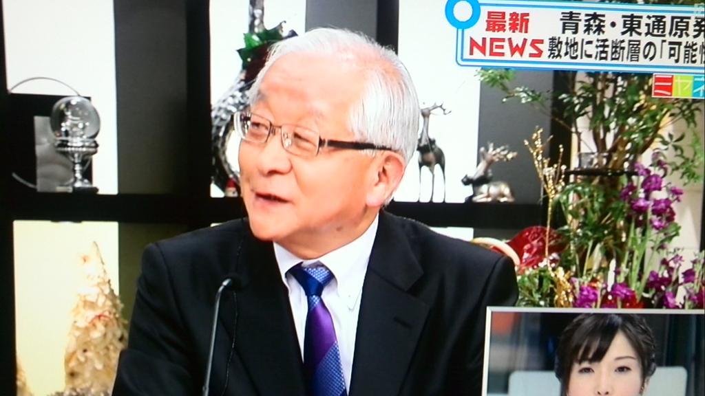 """こういう最低の御用記者や御用評論家がテレビに出ず張り!世も末だ、ニッポン!➡︎田崎史郎!  """"@kanpekinomiya: 安倍首相とお食事した田崎さんが早くも「来年からは原発再稼働ラッシュでしょう。」とシレッという #ミヤネ屋 http://t.co/le5AggAuO3"""""""