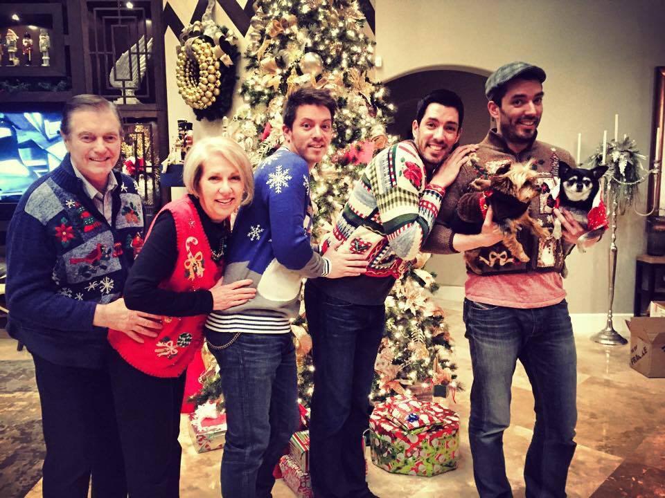 JD Scott (@MrJDScott): Guess what I'm a fan of? Awkward family photos!!! #MerryChristmas #FamilyPhotos @MrSilverScott @MrDrewScott http://t.co/26xBrtiHQH