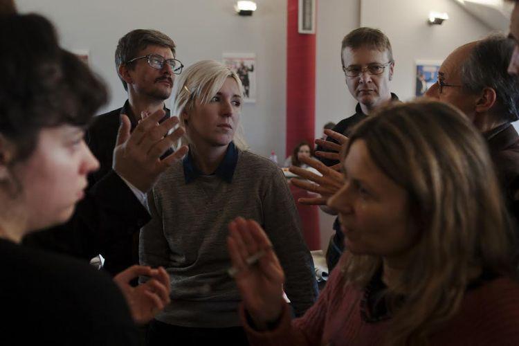 «Bon, on fait le journal ?» Récit de la conf de rédac de Charlie Hebdo, ce matin à Libé. http://t.co/bZpKaiqyMT http://t.co/GRFqkB8riw