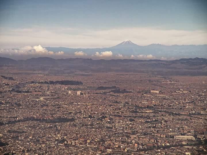 En esta época en que Bogotá no tiene bogotanos ni 'bogoteños' contaminando se ven los nevados (vía @arttesano) http://t.co/DxYPHwTmQy