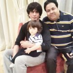 RT @ShuklaRajiv: With Srk and little Abram on new year http://t.co/YF0Am6rKCx