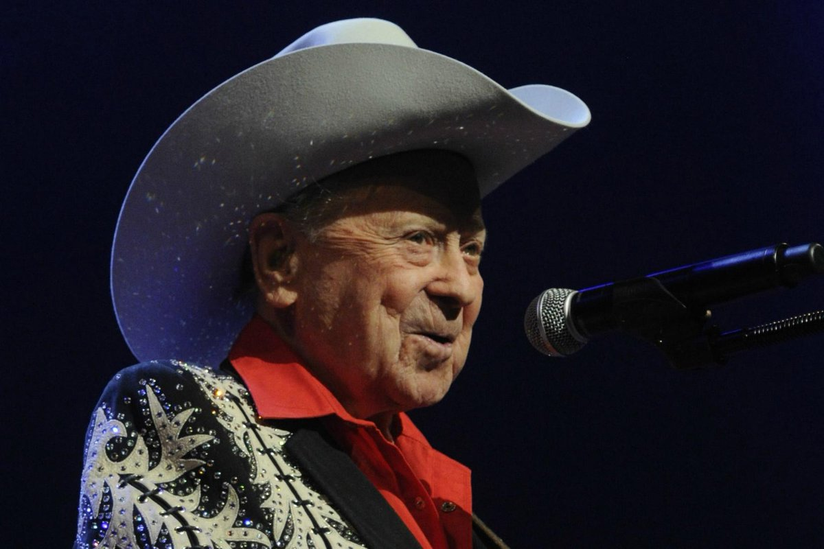 Little Jimmy Dickens, beloved 'Opry' star, dies at 94. http://t.co/igtYE3xfFK http://t.co/86BjlpZvKd