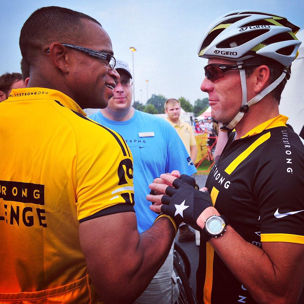 . @StuartScott and @lancearmstrong at the start of the 2011 @livestrong Challenge in Philly. Thank you Stu! #courage http://t.co/9B3BbUzJWU