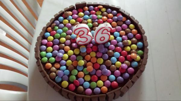 ¡¡Felicitación doble para @MelendiOficial!! Nº1 de @Los40_Spain y su 36 cumpleaños. Lo celebramos con #tocadoyhundido http://t.co/ZjEPKhRziq