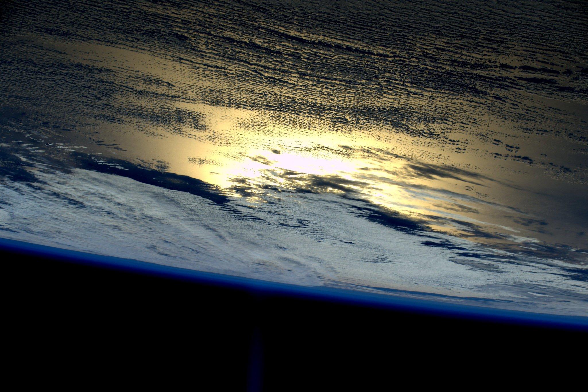 Good night from #space Earth! Buona notte dallo spazio ! http://t.co/TkeFWlyPqo