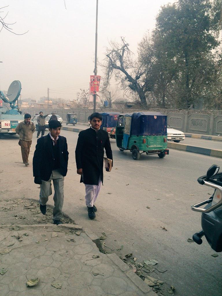 Students across #Pakistan going bck to school,here in #Peshawar emotions are still raw after #ArmyPublicSchool attack http://t.co/vinrJjbDK3