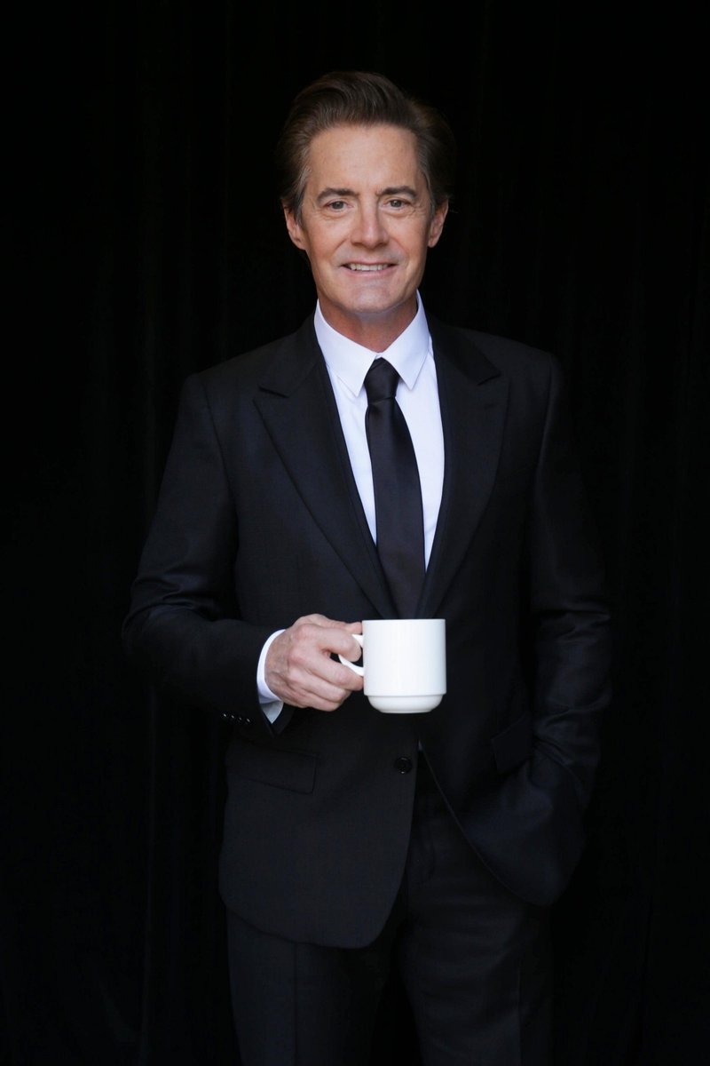 Welcome back to #TwinPeaks Special Agent Dale Cooper! @Kyle_MacLachlan returns in '16 on @SHO_Network #damnfinecoffee http://t.co/hKhcHF1hL9