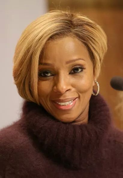 Happy 44th birthday to singer mary J Blige