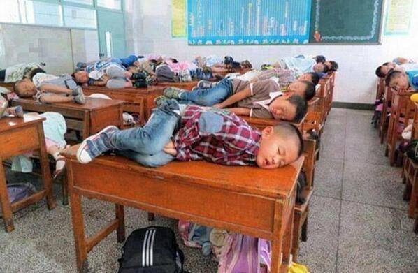 In china teachers allow children to sleep in class for 20 minutes to learn better. http://t.co/w6DbaI4U5P