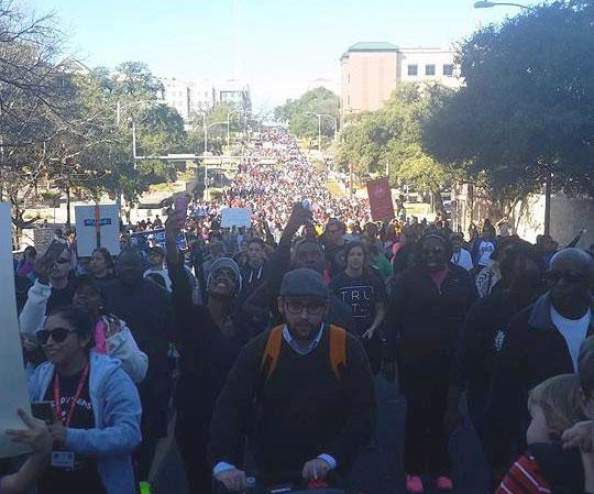 These pics give a good sense of how many folks turned out for the #MLKDay March in Austin. via @kdcaballero #atx http://t.co/UWLWs4ss0U
