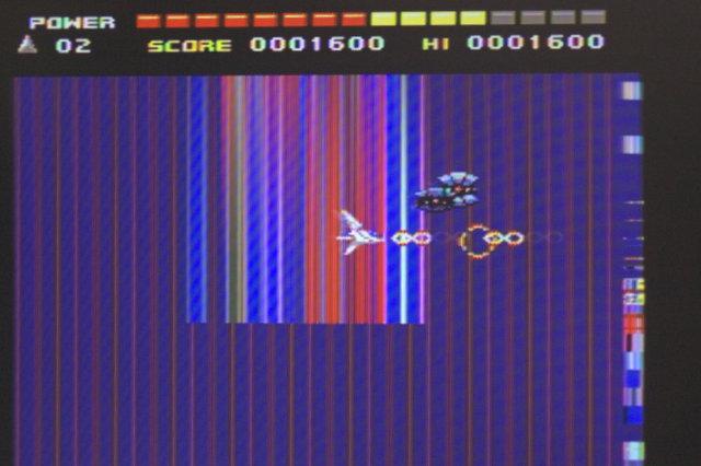 VRAM64キロバイト機で要128キロバイトソフトを動かしてみた…② ゲームは進行する…これは予想通りだがここまでキテレツ画面になるとは… http://t.co/Ul5pN3O8yD