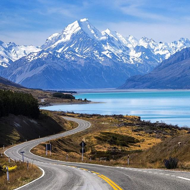 Mt Cook, New Zealand. Now this is a road trip. http://t.co/pOXqXF9LnA