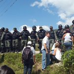 El cerco militar en Ramo Verde no sólo impidió el paso de los expresidentes también mantuvo a raya a los medios http://t.co/RtHxg36pyh