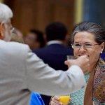 .@ndtv At POTUS Banquet, PM Narendra Modi and Sonia Gandhi shared a toast http://t.co/UKmzTgiLNj #NamastePOTUS http://t.co/JMnwP4aHBL