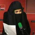 """Vidéo : voilée, Sophia Aram se moque du """"féminisme discret"""" du roi Abdallah http://t.co/OQcxbMpNFP http://t.co/KQPjiznk0f"""