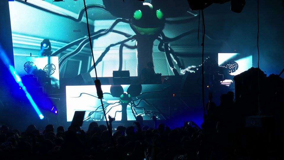 Last night we said goodbye to #TheGuv with a little help from @deadmau5 in proper #budlightliving fashion. Whoa! http://t.co/5aGQCRplVU