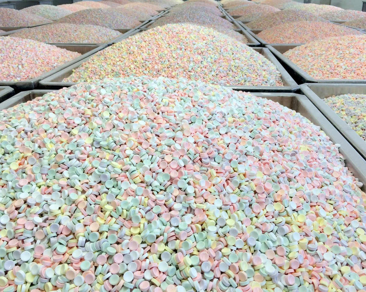 This should keep you busy during #blizzardof2015 #smarties #eatcandy http://t.co/BUWkE4B5fr