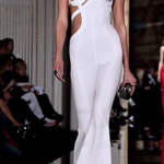 #KarlieKloss frees her nipple at #Versace's haute couture spring show in Paris! http://t.co/IlfhKoAJyc http://t.co/tosBnopAI9