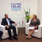 """""""@luisguillermosr: Inicia reunión bilateral con la Presidenta de Chile Michelle Bachelet #CELAC2015 http://t.co/4i35PYdZrR"""" ????"""