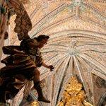 Descubre las joyas artísticas que guardan los conventos de #Sevilla. #culturaSev http://t.co/J9ee5mAdpb http://t.co/GMqbZxvJmQ