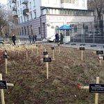 Приветствуем художественную инсталляцию у посольства РФ в Киеве:   http://t.co/RKZRzjCYgp  Мы всегда за культурный обмен!