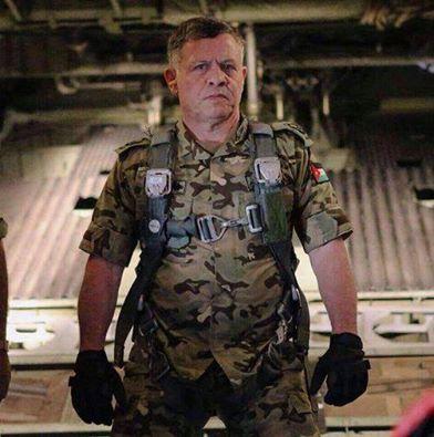 Raja Yordania, Abdullah II-seorang pilot pesawat tempur-ikut langsung membom markas ISIS. BADASS KING! http://t.co/S3JN0Wvd5D
