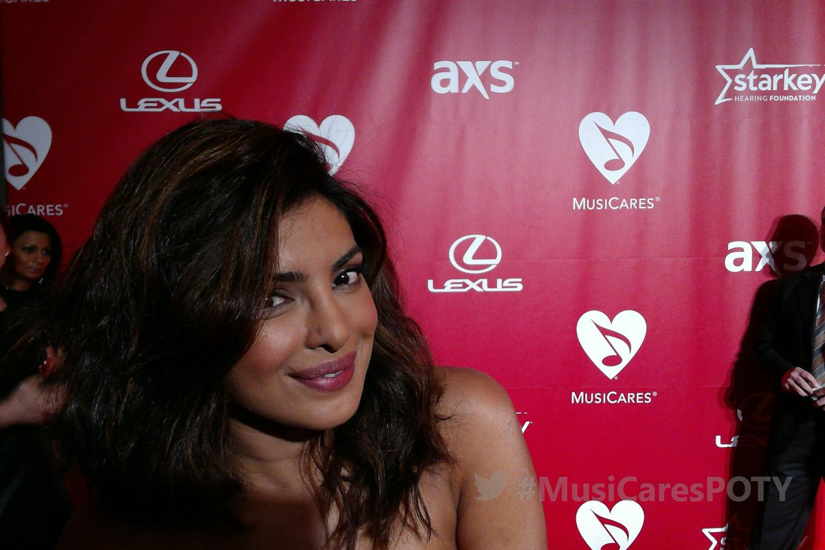 On the @MusiCares red carpet to celebrate @BobDylan as Person of the Year with @priyankachopra  #MusiCaresPOTY http://t.co/aYGlPUOSbV
