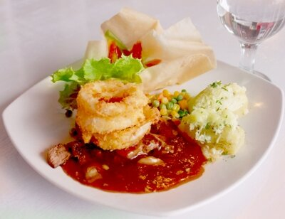 Beef/Chicken Royal Wedding ala @ramkonresto bener2 pas buat manjain lidah, enak banget! http://t.co/cV4GamYqLV