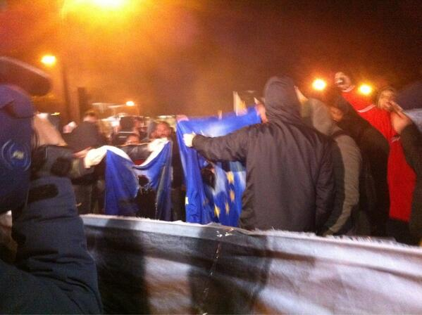 Theodora Oikonomides (@IrateGreek): Protesters burn the European flag outside the #Cyprus parliament via @AndreasKakaris #rbnews https://t.co/tn9EVC95Jh