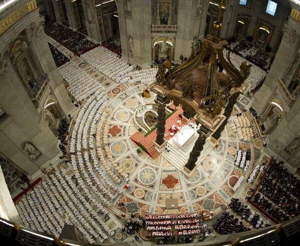 Hoy es el #Díadelsacerdote. Y en esta imagen se ven a muchos de los que celebraron la misa hoy con el Papa en Roma http://t.co/IT3tTZl9tb