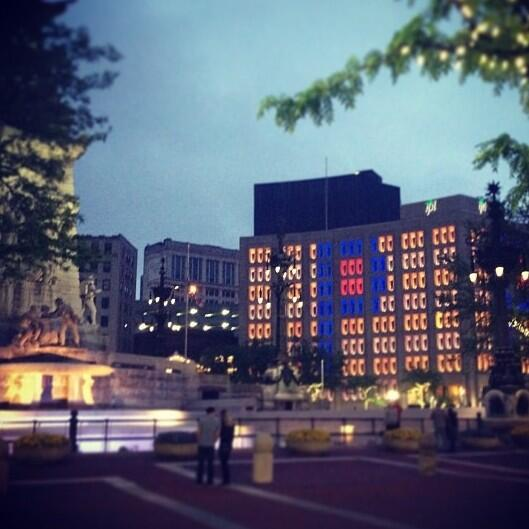 Heading downtown? Stroll by Monument Circle & you'll see Pacers Pride courtesy of IPL. (h/t @cheerduke) http://t.co/JGkQZKbRdt