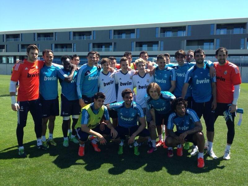 Massive thank you on behalf of me and the lads to Real Madrid,Jose mourinho ,all the players! Unbelievable experience http://t.co/wjrB5qhJxV