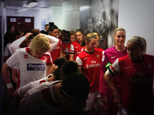 The two teams are in the tunnel at Sincil Bank ahead of Lincoln Ladies v Arsenal Ladies. The game is live on ESPN! http://t.co/rkCDnoMmzH